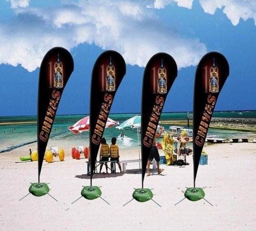 Beachflaggor på stranden