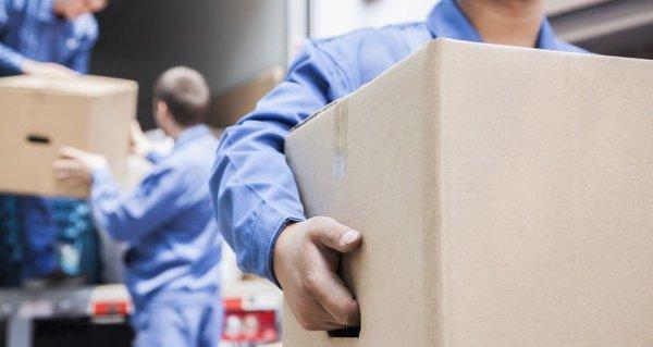 flytta kartonger till bostad