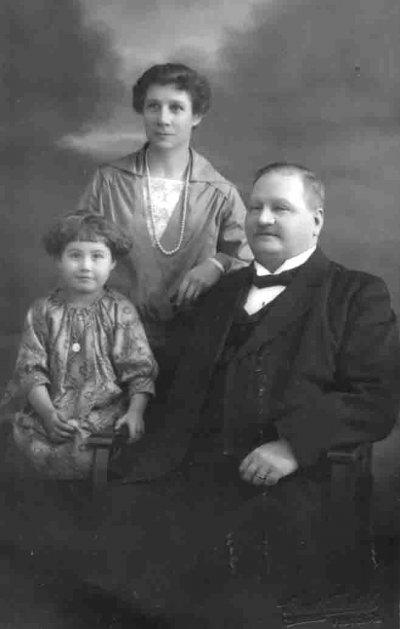 /hulda-viktor-gurli-1925-korr.jpg