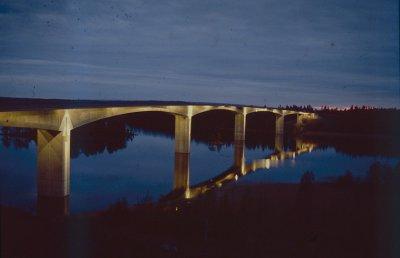/stora-hammarsundsbron-askersund-natt.jpg