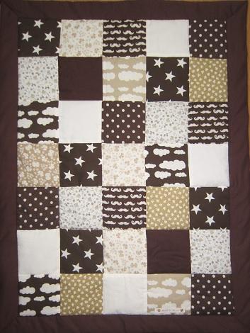brunt täcke spjälsäng
