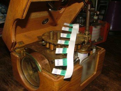 Tävlingsur med hylsor och gummi ringar, dras upp med nyckel