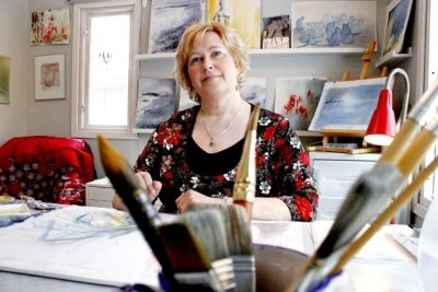 Lena Carlsson i ateljen