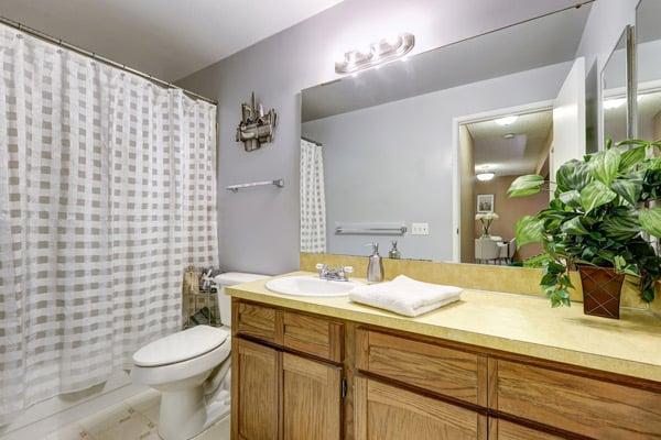 badrum målat grått