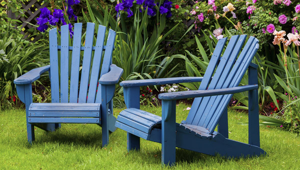 målade trädgårdsstolar