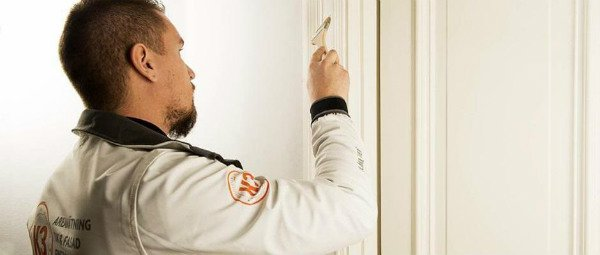 målar vägg