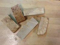 Material som vi använder, bl.a. Björkmasur, sälgmasur, stabiliserat trä i olika material