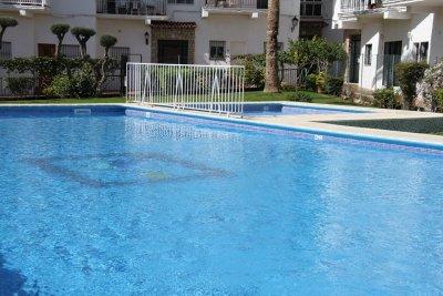 /pool.jpg