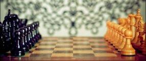 Schackspel med schackpjäser