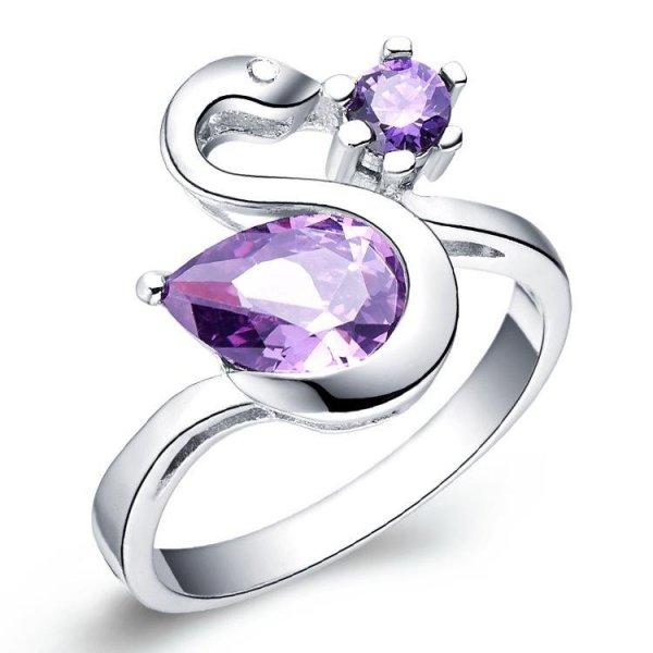 Silver ring med lila stenar
