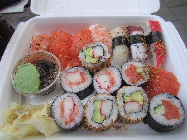 Sushi för hämtning Från Yoshi Sushi och Sushibar