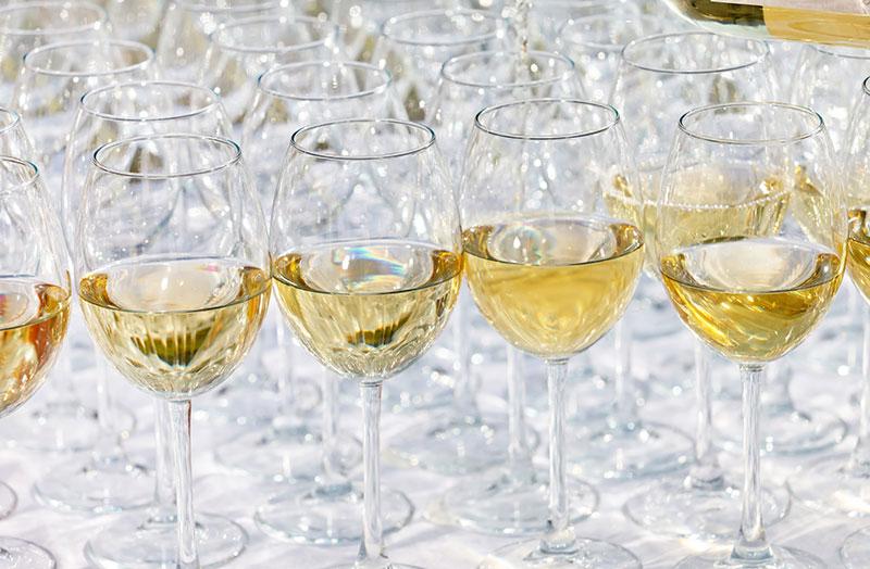 Glas med olika sorters champagne
