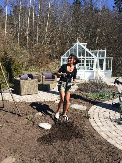 Trädgårdsplanering och semlor | Systrarna och jag