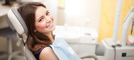 Kvinna hos tandläkaren