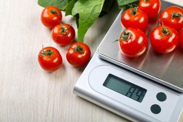 ushållsvåg med tomater