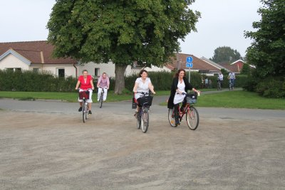 Här kommer några cyklande....