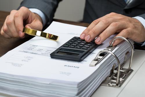 Vad är factoring och fakturabelåning?