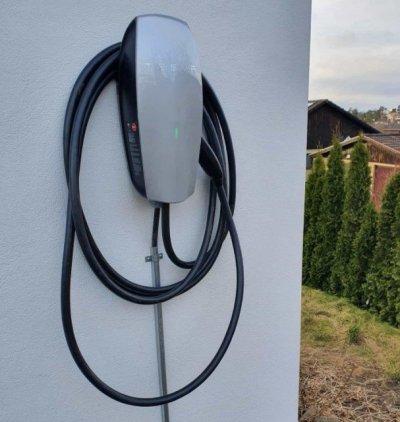 Vi installerar Tesla laddbox hemma hos kunder.