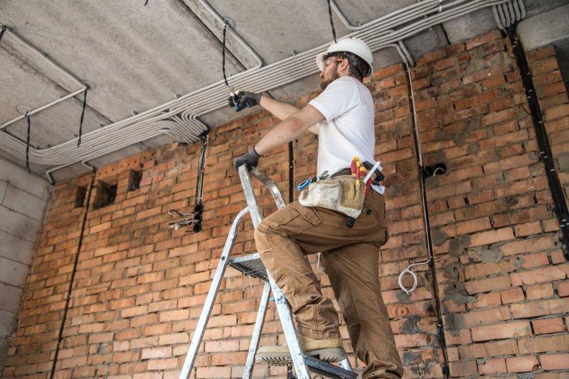 El & Montage AB genomför alla typer av installationer av belysningar.