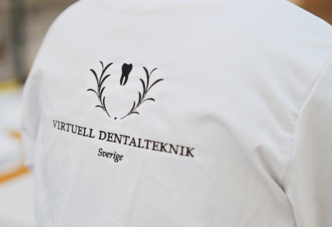 Vi är ett tandtekniskt fullservicelaboratorium med den senaste virtuella tekniken för framställning av alla former av protetik.