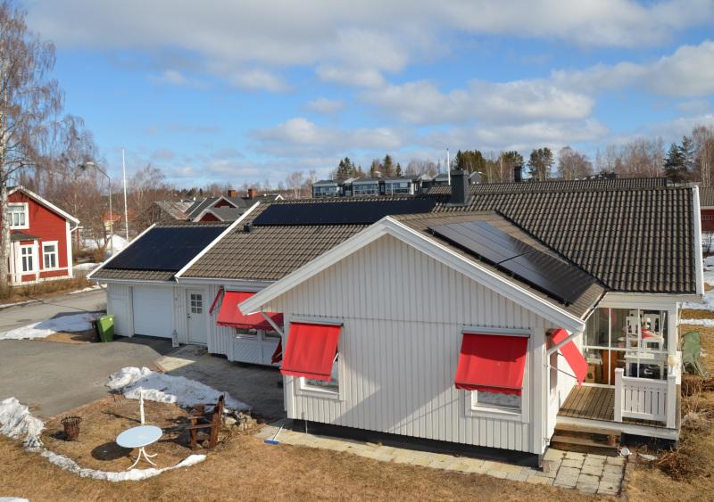 Vi hjälper villaägare installera solceller i Östersund och solpaneler.