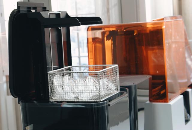 Vi lagar bettskenor enligt den senaste tekniken med 3D-printing och kontaktfritt.