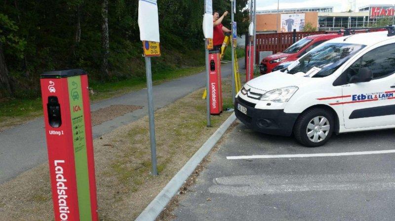 Utförande av installation av flera laddboxar på en parkering.