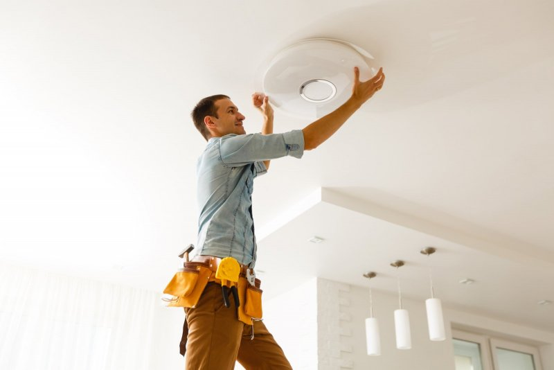 El & Montage utför alla typer av installationer av belysning i hemmet.