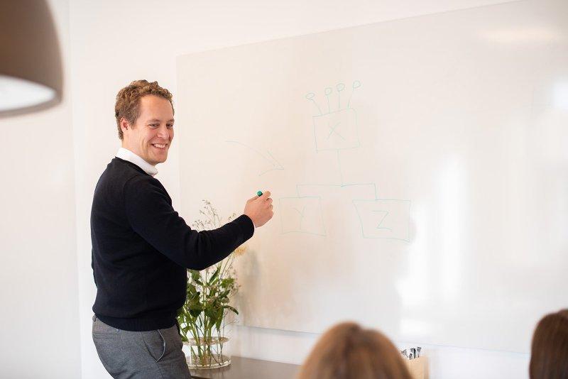 Vi är er affärsjurist i Stockholm och hjälper er i er affärsjuridik.
