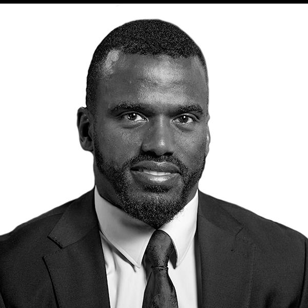 Charles hjälper dig med avtalsrätt, fordringsrätt, familjerätt, och konsumenträtt.