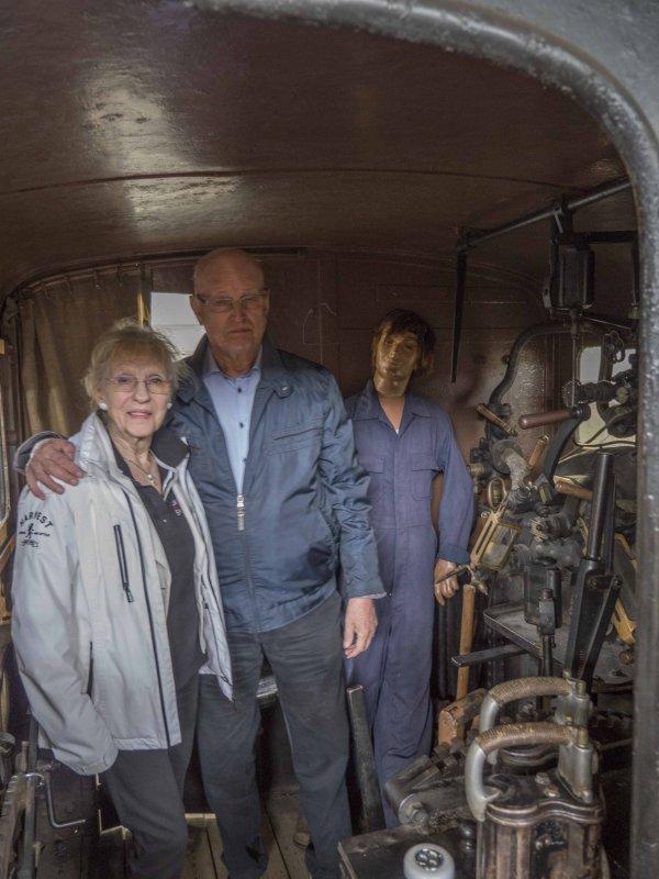 Elisabeth, Lars och ett lokbiträde.