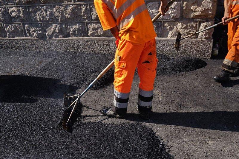 Man lägger asfalt i Göteborg.