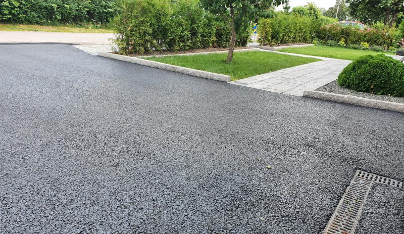 Vi asfalterar din garageuppfart, gångstråk eller andra ytor.