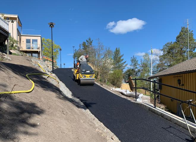 Vi utför alla arbeten inom asfalt i Enköping från den minsta infarten till stora vägbyggen.