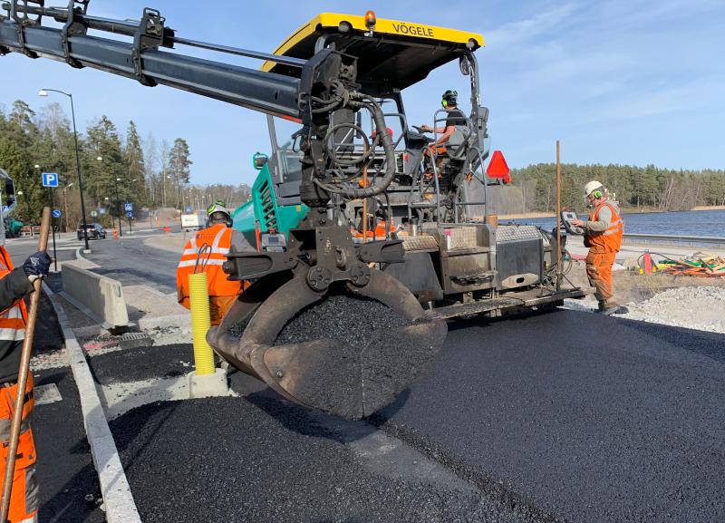 Vi har rätt yrkeskompetens och alla nödvändiga utbildningar inom asfalt i Enköping.