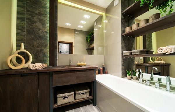 modernt grönt badrum inrett med ekotänk 2020