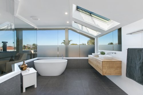 Badrum med takfönster