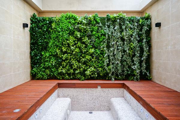 badrum med inslag från naturen