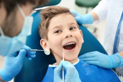 Pojke hos tandläkaren