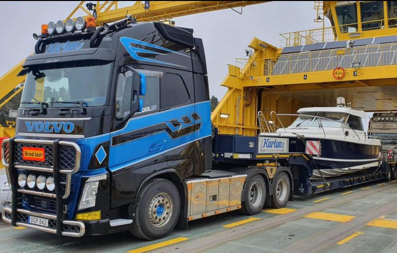 Vi är specialiserade på stora båttransporter upp till 68 fot.