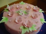 birhtday_cake_with_simple_flowers.jpg