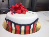 Present cake whit stripes and pearls