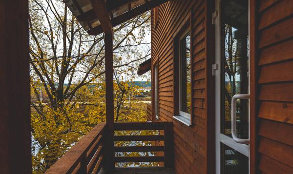 balkong i trä till villa