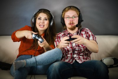 /32981270-gaming-couple-playing-games.jpg