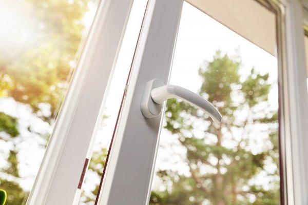 Öppet PVC-fönster