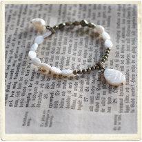 Armband, vita pärlemorlöv
