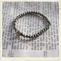 Armband, mässing, små pärlor