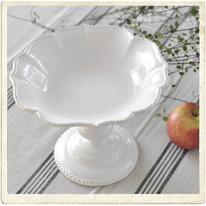 Skål på fot, vit keramik