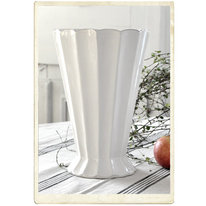 Stor vas i vit keramik