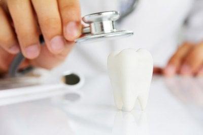 کلینیک دندانپزشکی دکتر احمد ارائه دهنده : ایمپلنت دندان , طراحی لبخند , لمینت , ارتودنسی , پروتز, بلچینگ